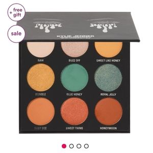 KYLIE JENNER PRESSED POWDER EYESHADOW PALETTE.